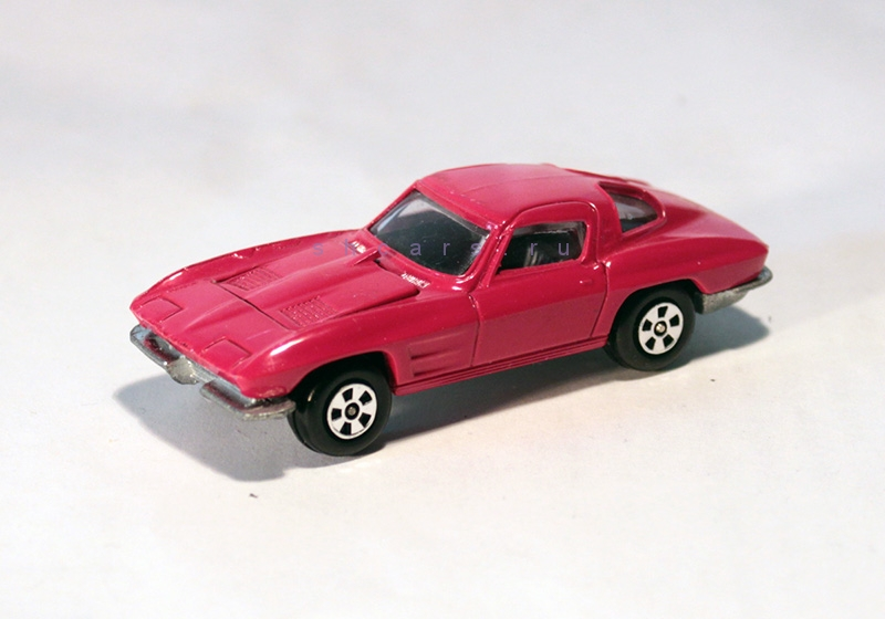 ERTL CHEVROLET '63 Corvette Stingray