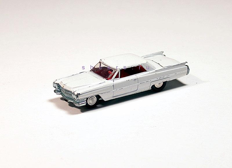 MINI-DINKY CADILLAC Coupe Deville